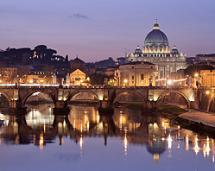 Rome ademt nog altijd het roemruchte verleden van Romeinse keizers, het Vaticaan en het Colosseum met zijn woeste gladiatoren. Rome is verheven in architectonische Romeinse schoonheid en mysterie.